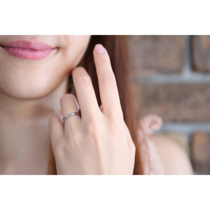 細い結婚指輪のダイヤモンド