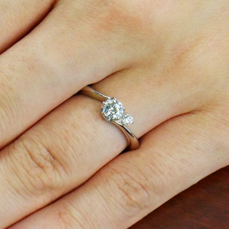 婚約指輪 Gemini 0.30ctダイヤモンド プラチナ