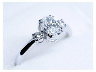 婚約指輪 オーバルダイヤモンドとシャープな爪のデザイン
