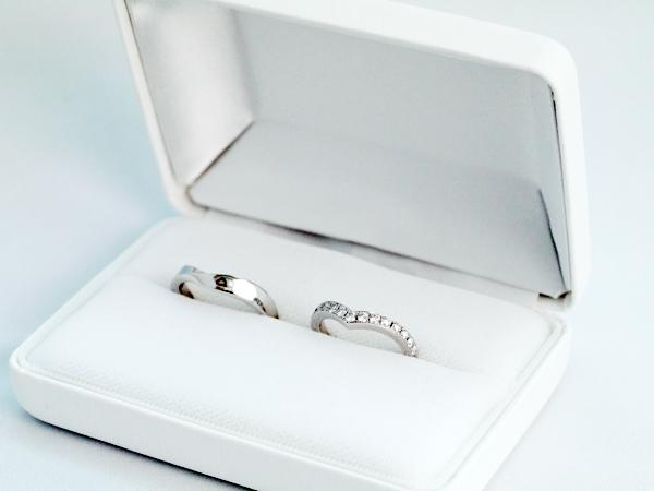 V字のエタニティリング|0.42ctのダイヤモンド