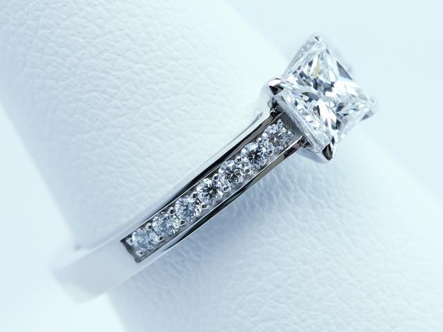プリンセスカット 婚約指輪 【0.50ct F VS1】