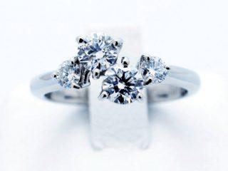 4個のダイヤモンド 家族の指輪