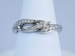川の流れをイメージしたオーダーメイドの婚約指輪