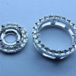 0.5ctのダイヤモンドを豪華に使った、ペンダント・ネックレス