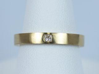 【特注】イエローゴールドの結婚指輪No2にプリンセスカットを留めました。