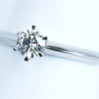 婚約指輪ソリテール 0.3カラット(VVS1)