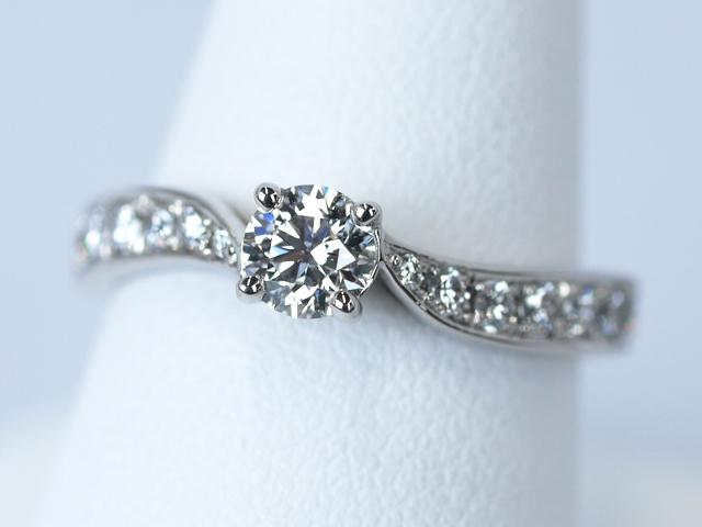 埼玉県所沢市のE様 婚約指輪リーフをご購入