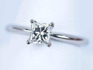0.5カラットのダイヤモンド、プリンセスカットの婚約指輪