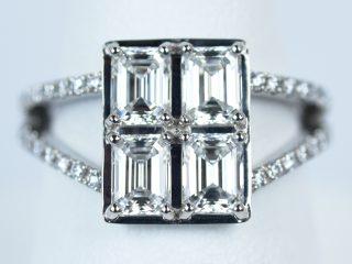 エメラルドカット ダイヤモンド 贅沢に4個使用した婚約指輪です。