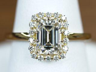 最高傑作 エメラルドカットの婚約指輪。ダイヤモンド 1.2カラット G VS1