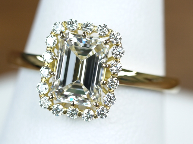 エメラルドカット 指輪