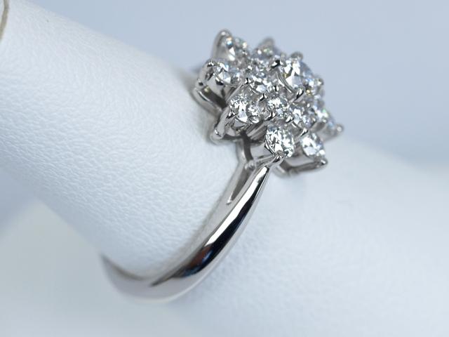 婚約指輪 フラワー 0.94カラット ダイヤモンド