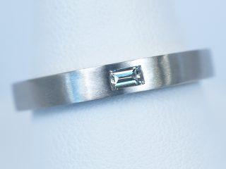 バゲットカット 0.12カラット ダイヤモンド シンプルな平打の結婚指輪