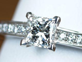 0.52カラットのダイヤモンド プリンセスカットの婚約指輪