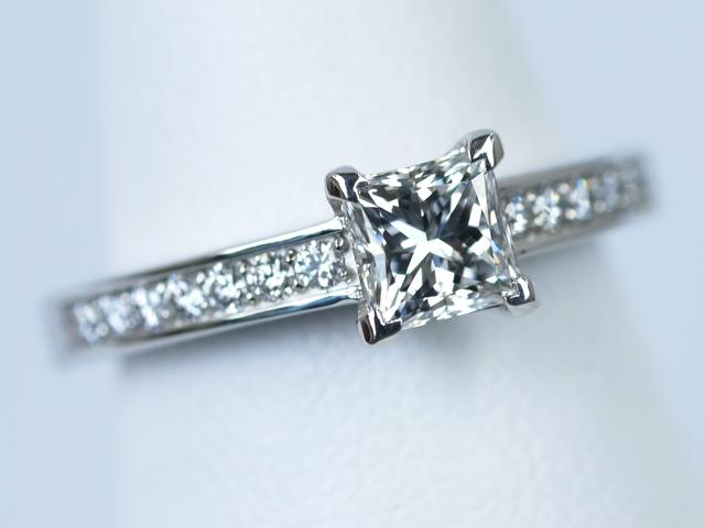 プリンセスカット婚約指輪