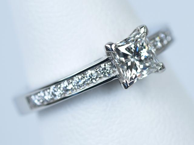 ティファニー プリンセスカット 婚約指輪