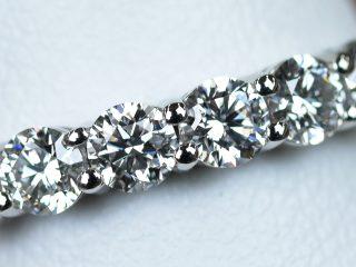 フルエタニティリング 2.42カラットのダイヤモンド