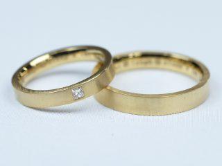 K18イエローゴールド、プリンセスカットの結婚指輪