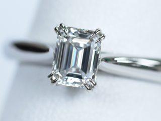 エメラルドカットの婚約指輪。ハリーウィンストンを意識した爪のデザインです!