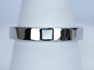 白蝶貝を入れた結婚指輪