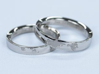 鍛造(たんぞう)で製作した結婚指輪に、レーザーで世界地図の刻印を入れました!