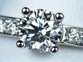 婚約指輪 ブルガリのように幾何学的なデザイン