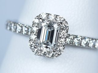 エメラルドカットの婚約指輪。0.36カラット D VS1 神奈川県横浜市のY様のご注文です。