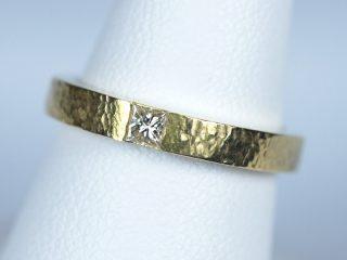 プリンセスカット マリッジリング イエローゴールド ハンマー仕上げの結婚指輪です!