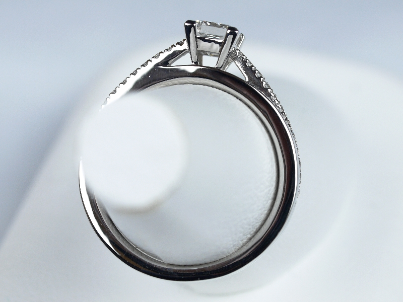 プリンセスカット 婚約指輪