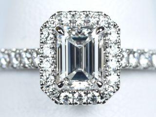 エメラルドカットの婚約指輪。0.63カラット F VVS1 埼玉県和光市のN様