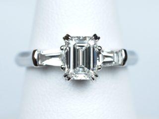 婚約指輪 エメラルドカット 0.63カラット 両脇 テーパード・バゲットカット 東京都武蔵野市のO様