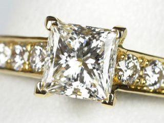 プリンセスカットの婚約指輪 0.73カラット E VVS1