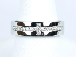 十字架をモチーフにした結婚指輪