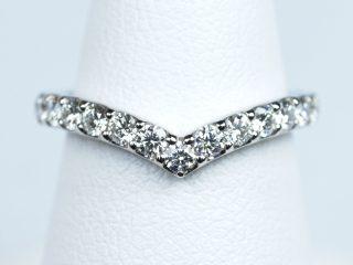 Vのラインが美しい オーダーメイドの結婚指輪