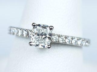 婚約指輪 クッションカット 0.51カラット ダイヤモンド D VS1