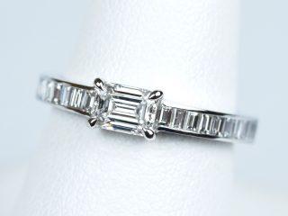 エメラルドカット 0.38カラット。オーダーメイドの婚約指輪。両脇 バゲットカット 東京都文京区のお客様