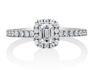 エメラルドカットの婚約指輪。0.36カラット E IF 愛知県常滑市のお客様