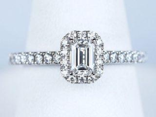 長野県のお客様 エメラルドカットの婚約指輪。0.37カラット D VVS2 ダイヤモンド