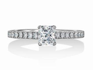 クッションカットの婚約指輪 0.51カラット D VVS1