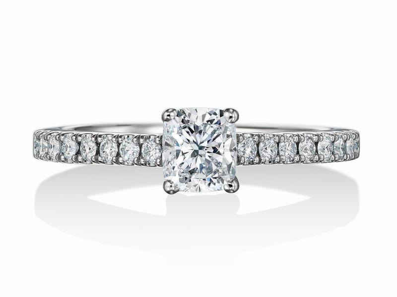 クッションカット 婚約指輪