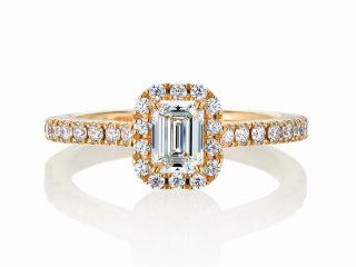 エメラルドカット、ゴールドの婚約指輪。大阪府のお客様 0.42カラット E VVS2 ダイヤモンドとゴールドの美しいコントラスト!