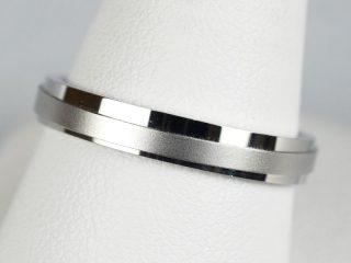 鍛造の結婚指輪 斜めに凸凹があるシャープなデザイン! オーダーメイドの結婚指輪です。
