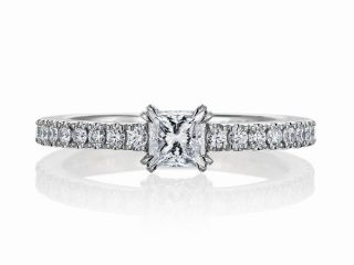 千葉県のお客様 0.3カラットのプリンセスカット 婚約指輪とフルエタニティリングの美しい融合を目指しました。