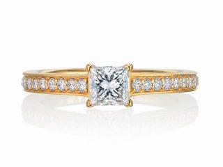 岡山県のお客様 プリンセスカット 0.41ct E VS1 プリンセスカットの特長を活かし、繊細でグラデーションの美しい指輪を製作しました。