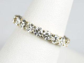 直径2.9ミリのダイヤモンドを使ったフルエタニティリング