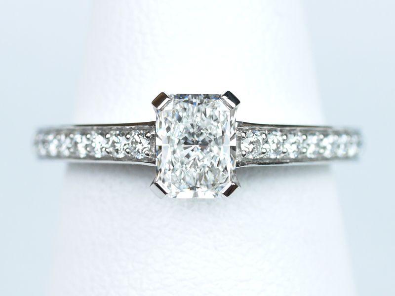 ラディアントカット カルティエ 婚約指輪