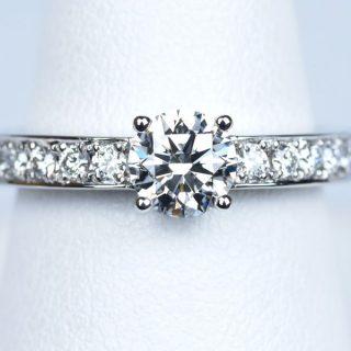 婚約指輪 ブルガリ 0.58カラットの大きいダイヤモンド