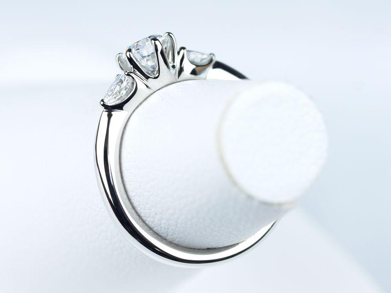 婚約指輪 ミキモト ペアシェイプ