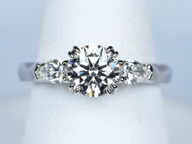 ダイヤモンド 1カラット 婚約指輪
