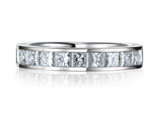 豪華な結婚指輪として 0.97カラット 2.5ミリのプリンセスカットを使ったエタニティリングです。